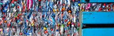 Geld verdienen met kleine plastic flessen